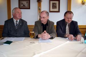 Jürgen Förster, Dr. Steffen Laub und Michael Brändel (v.l.n.r.) während der Pressekonferenz. Foto: Chris Bergau
